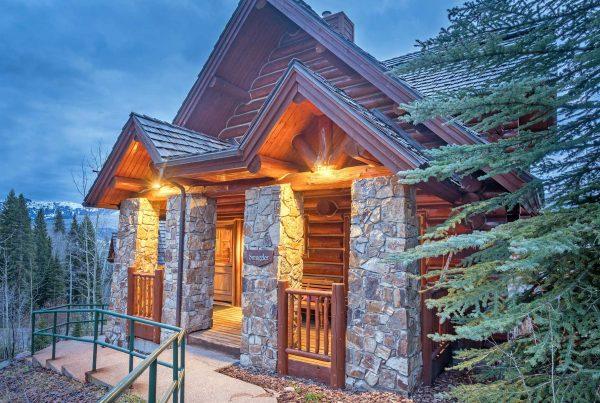 Smuggler Cabin 7 Mountain Lodge